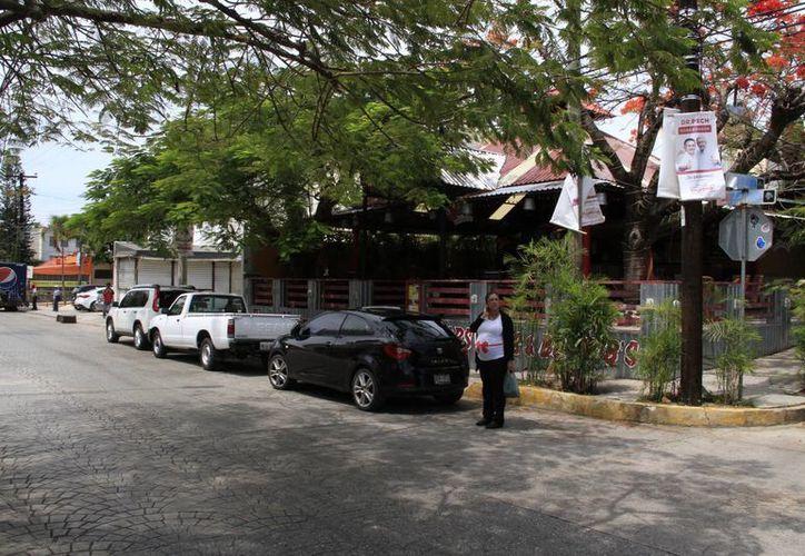La avenida Náder se ha convertido en un espacio de recreación para cancunenses y turistas. (Tomás Álvarez/SIPSE)