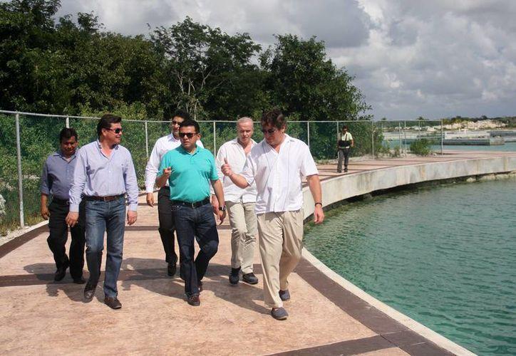"""Las autoridades primero visitaron """"La Caleta"""". (Cortesía/SIPSE)"""