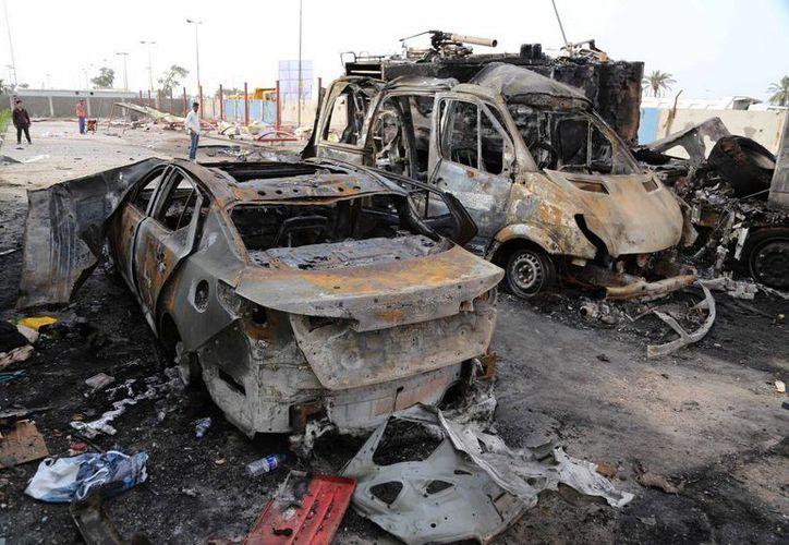 Vista del escenario de uno de los ataques en el este de Bagdad, Irak. (Agencias)