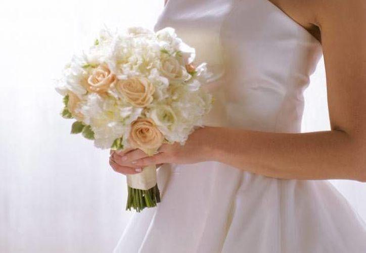 Por las complicaciones del cáncer de esófago del novio, la pareja adelantó la boda. (Agencias)