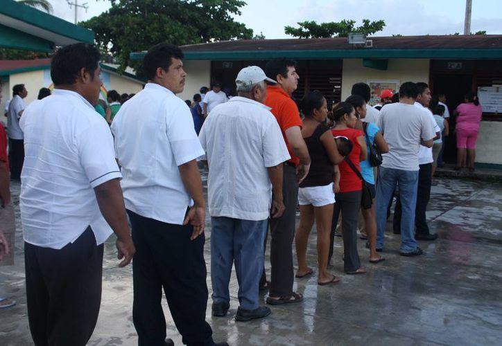 Los primeros ciudadanos ya ejercieron su voto. (Rossy López/SIPSE)