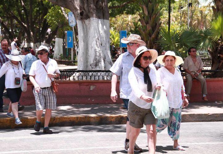 La Conagua pronostica un fin de semana yucateco con lluvias intensas, tormentas eléctricas e incluso granizadas. Pero al menos este jueves el calor volvió a ser intenso. (Jorge Acosta/Milenio Novedades)