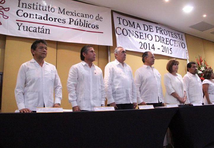 La nueva directiva del Colegio de Contadores Públicos de Yucatán. (Milenio Novedades)