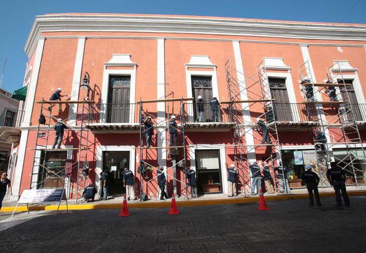 El alcalde Mauricio Vila dio inicio este lunes al 'Programa de Rescate de Fachadas del Centro Histórico de Mérida', en el que se ejercen 10 millones de pesos. (Foto cortesía del Ayuntamiento de Mérida)