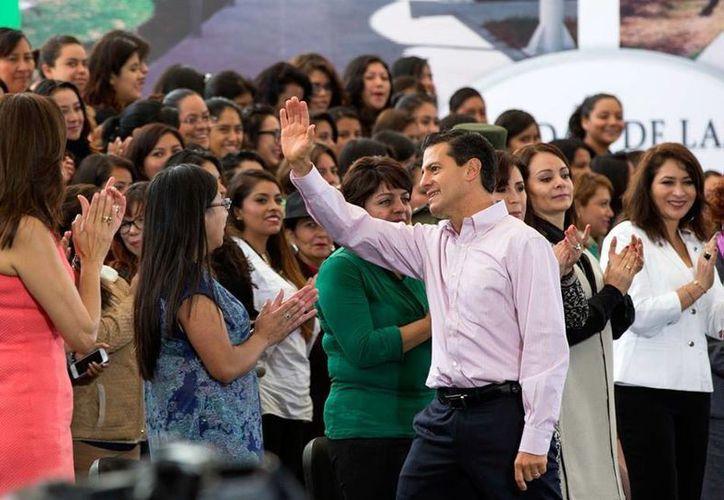 Antes de partir hacia China, el Presidente encabezó un evento en el estado de Hidalgo. (Presidencia)