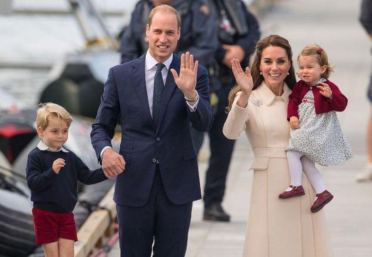 El bebé convertirá a la Princesa Charlotte en orgullosa hermana mayor. (Hola)