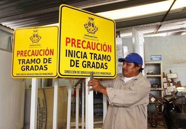 Un presupuesto de un millón 659 mil 569 pesos destina la Comuna para la instalación y mantenimiento de las señales de nomenclatura. (Cortesía)