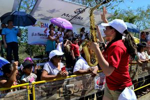 Alegría y color en La Batalla de las Flores, en Plaza Carnaval
