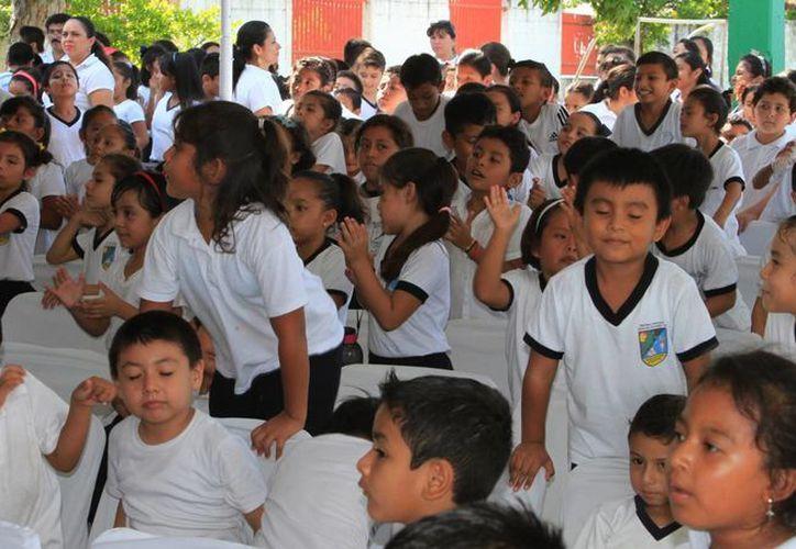 Losmás de 270 mil estudiantes de preescolar, primaria y secundaria del Estado ya cuenta con seguro escolar. (Ángel Castilla/SIPSE)