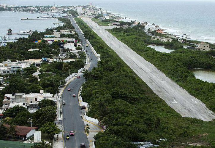 La aeropista sería usadas por el Gobierno de Quintana Roo para un fin turístico. (Redacción/SIPSE)