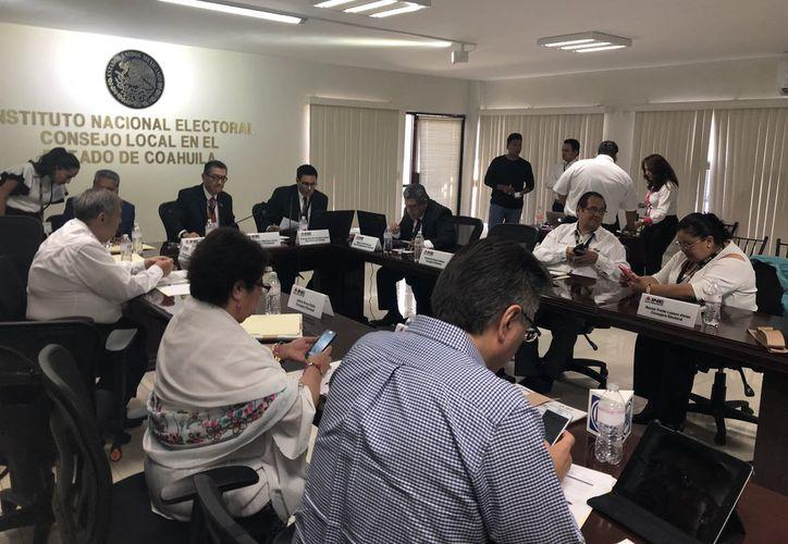 La junta local del INE en Coahuila, instaló la sesión permanente para el desarrollo de la jornada electoral 2017-2018. (Vanguardia.mx)
