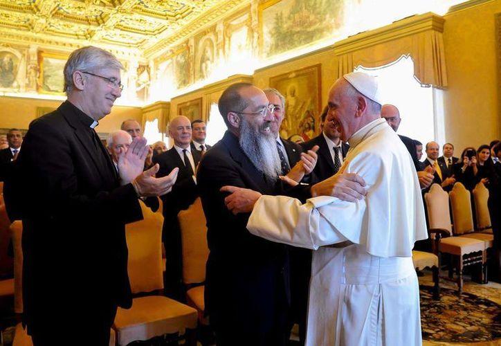El Papa Francisco se reunió con  un grupo de obispos de cuatro continentes y los llamó a evitar las divisiones. (Notimex/archivo)