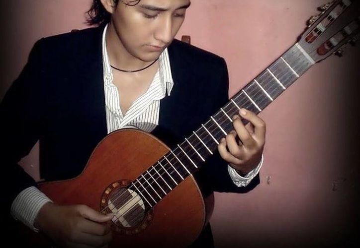 El guitarrista yucateco Rodrigo Argáez (Foto) ofrecerá hoy un recital con el objetivo de de tratar de agradar a niños y jóvenes. (Sipse)