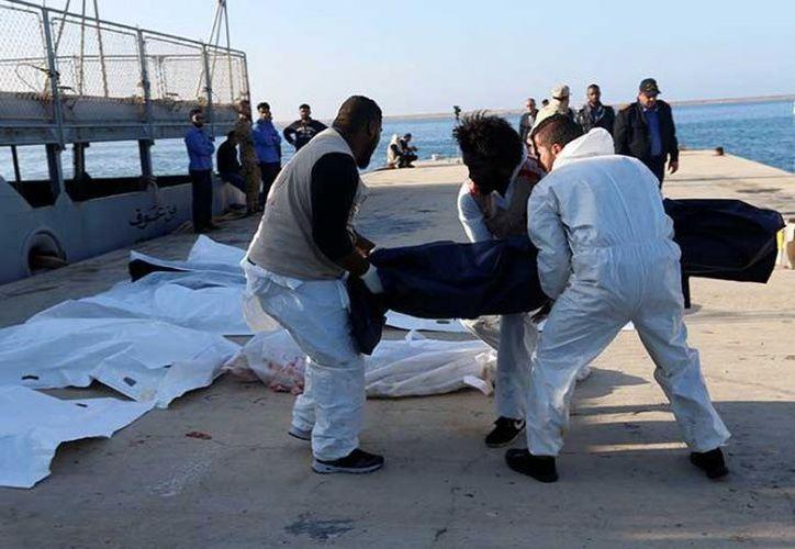 Casi 3 mil migrantes han muerto o desaparecido intentando cruzar a Europa.  (Excélsior)