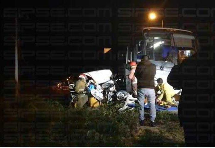 El accidente se registró sobre la carretera Puerto Morelos-Cancún. (Foto: Redacción/SIPSE)
