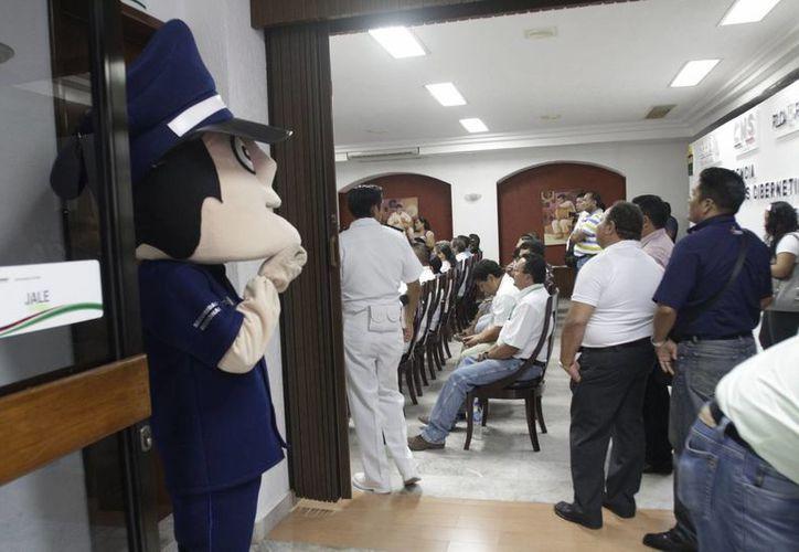 Veracruz y Guerrero ya cuentan con un grupo de policías para combatir los delitos en las redes. (Harold Alcoce/SIPSE)