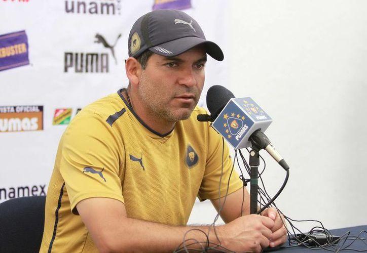 El DT de Pumas aseguró que no se dio cuenta del festejo de Velarde. (Archivo Notimex)