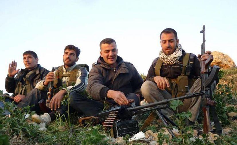 La medida tiene que ser aprobada por el Congreso y Obama. En la imagen, rebeldes sirios en guardia. (Agencias)