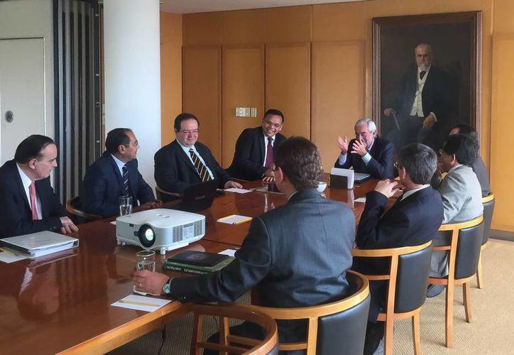 El gobernador Rolando Zapata se reunió en la Ciudad de México con el rector de la UNAM, Enrique Luis Graue Wiechers, para afinar detalles de cooperación y coordinación. (Foto cortesía del Gobierno de Yucatán)