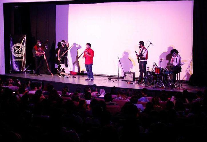 Evento en el teatro Fantasio de la VI Muestra de Cine Fantástico y de Terror Mórbido 2015, el cual concluye este domingo. (Facebook: Mórbido Mérida)