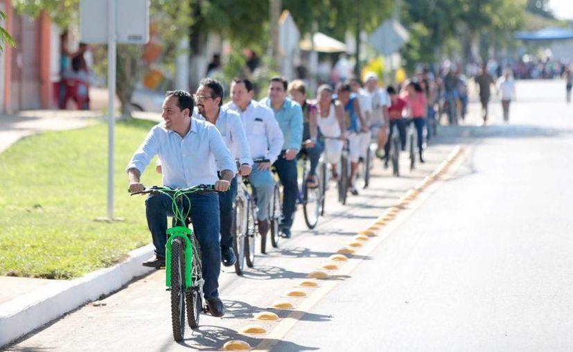 En varias vialidades nuevas en Mérida se ha pensado en beneficiar no sólo al automovilista, sino también al peatón y al ciclista. (Foto cortesía)