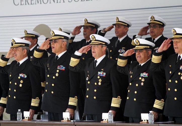 El titular de la Marina-Armada de México, Vidal Francisco Soberón Sanz, encabezó la ceremonia solemne en la que 12 almirantes de la institución pasaron a situación de retiro. (Notimex)