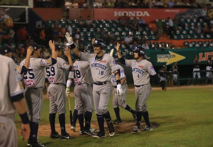 Sultanes celebran una de sus carreras en casa de Leones de Yucatán. (Mauricio Palos/Milenio Novedades)