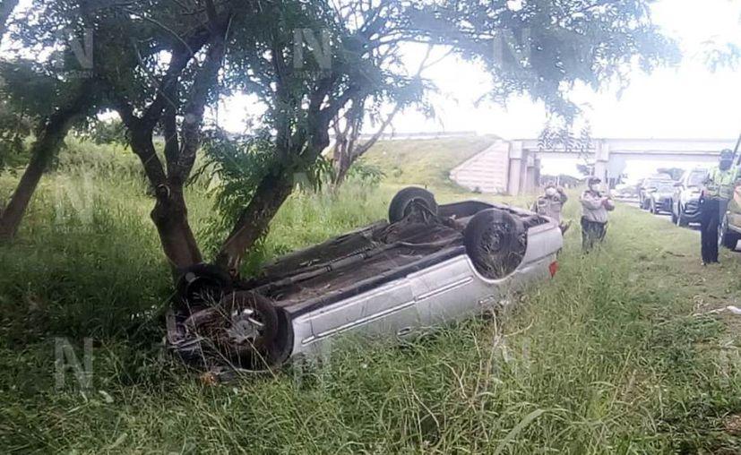 El vehículo Civic era manejado sobre el carril exterior del Periférico. (Novedades Yucatán)