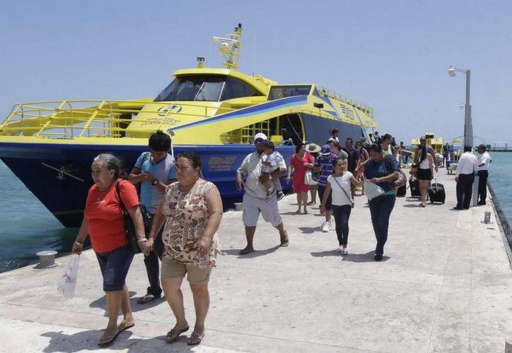 La ínsula registró el año pasado la llegada de un millón 783 mil 267 pasajeros por vía marítima. (Redacción/SPSE)