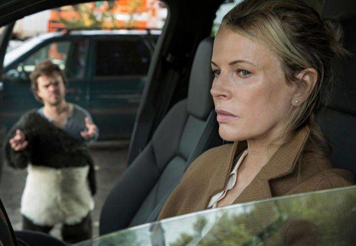 Kim Basinger dará vida a una antigua amante y socia de Christian Grey, al que introduce en el mundo del sadomasoquismo cuando el empresario era un adolescente. (observer.com)