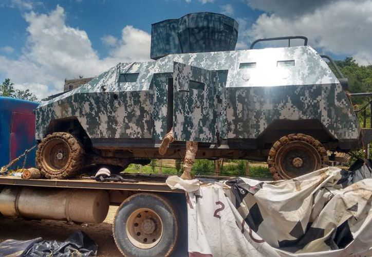Dentro del vehículo blindado y  una camioneta hallaron los cartuchos y armas de fuego. (Redacción)