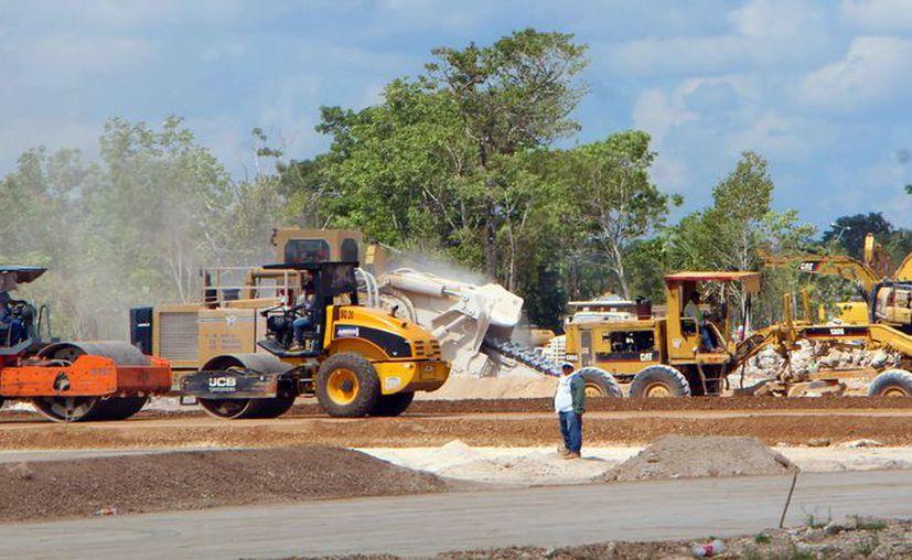 Inicia la construcción de casas en la zona norporniente de la ciudad por el Arco Vial. (Paola Chiomante/SIPSE)