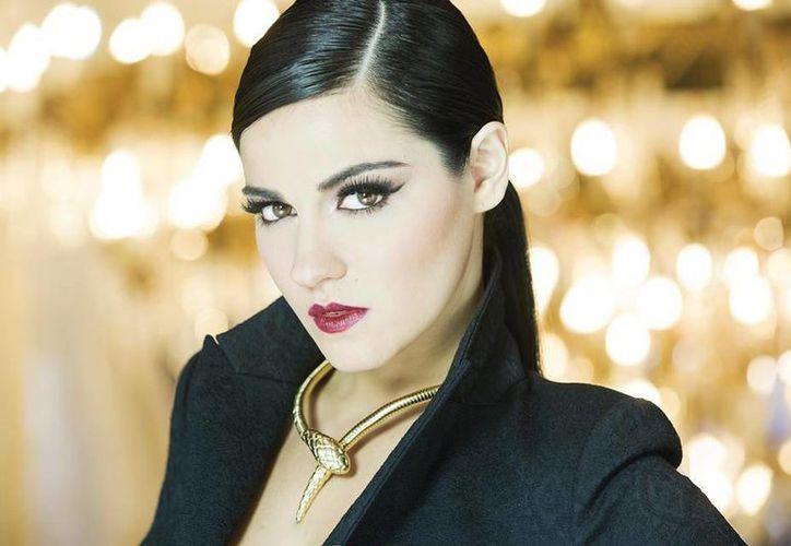 Maite Perroni daría vida a una seductora dama en la cinta de Diego Cohen. (facebook.com/MaitePerroniPaginaOficial)