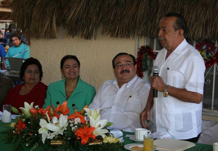 Desde hace 25 años el profesor Rubén Calderón Cecilio realiza el desayuno de la amistad. (SIPSE)