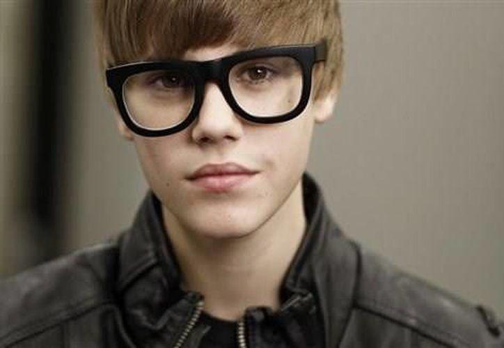 La mamá de Justin Bieber cree que el cantante anda con no muy buenos amigos. (Agencias)