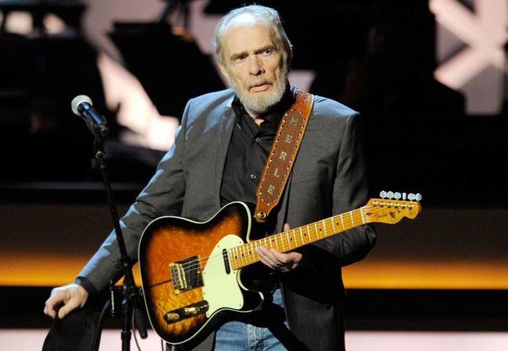 El cantante de música country, Merle Haggard, murió este miércoles a los 79 años luego de una larga lucha contra una neumonía. (cmt.com)