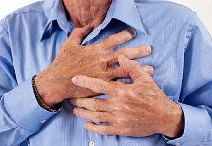 Las personas con diabetes están vulnerables a sufrir ataques al corazón, embolias cerebrales, y presión arterial alta. (Redacción/SIPSE)