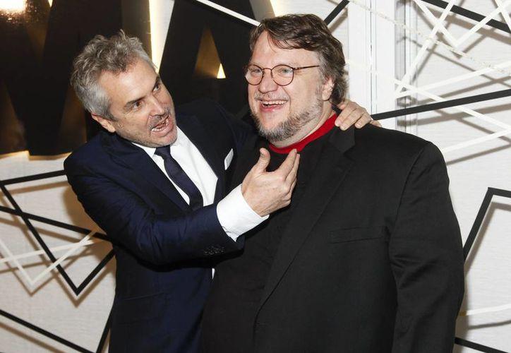 En la imagen, el director méxicano Alfonso Cuarón acompañado de Guillermo del Toro en el Museo de Arte Moderno de Nueva York. (Agencias)