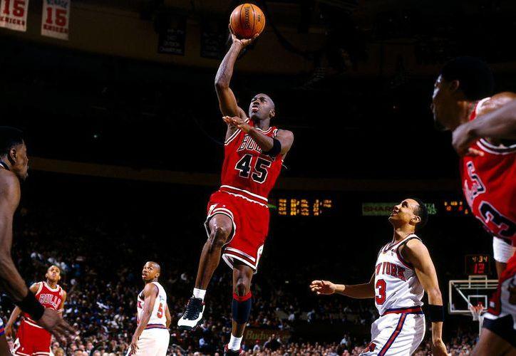 Los deportistas que más dinero han ganado son estadounidenses: el exbasquetbolista Michael Jordan (foto) y el golfista Tiger Woods. (Foto tomada de espn.com)