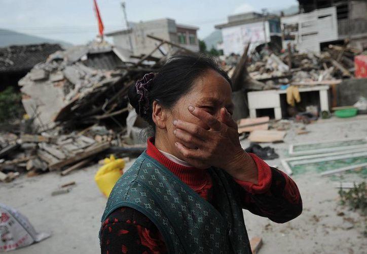 Cientos de residentes aterrorizados huyeron de sus hogares, mientras unos seis mil soldados y policías ayudaban en rescates. (Agencias)