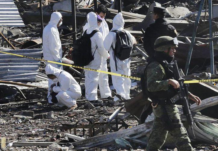 Hasta el momento, la cifra de muertos por la explosión en Tultepec es de 32. Se contabilizan también 60 personas lesionadas. (AP/Marco Ugarte)