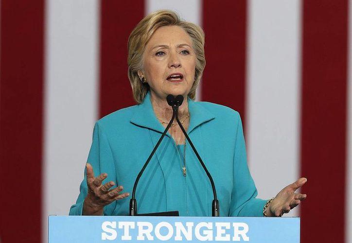 A través de un video, Hillary Clinton acusó a Donald Trump de avergonzar a EU en la diplomacia internacional. (AP/Carolyn Kaster)