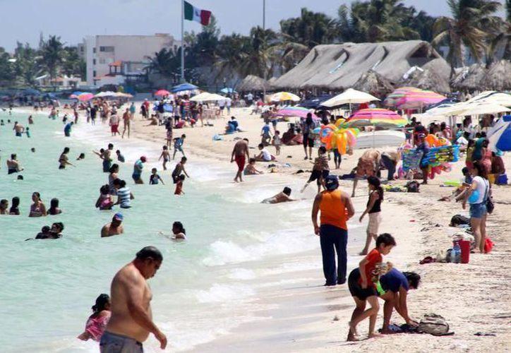 Hospitales cercanos a las playas están saturados por casos de golpes de calor y heridas en la piel. (Milenio Novedades)