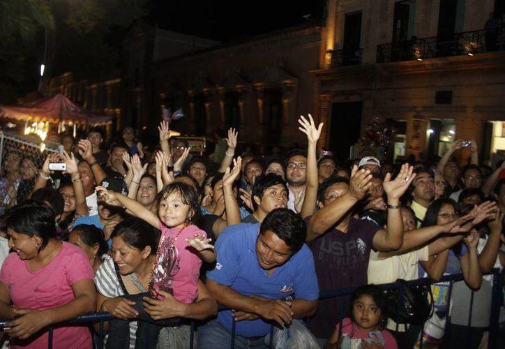 Con motivo del Carnaval, la gente dispone de 300 botes de basura -en paseo de Montejo-para la captación de basura. (Milenio Novedades)