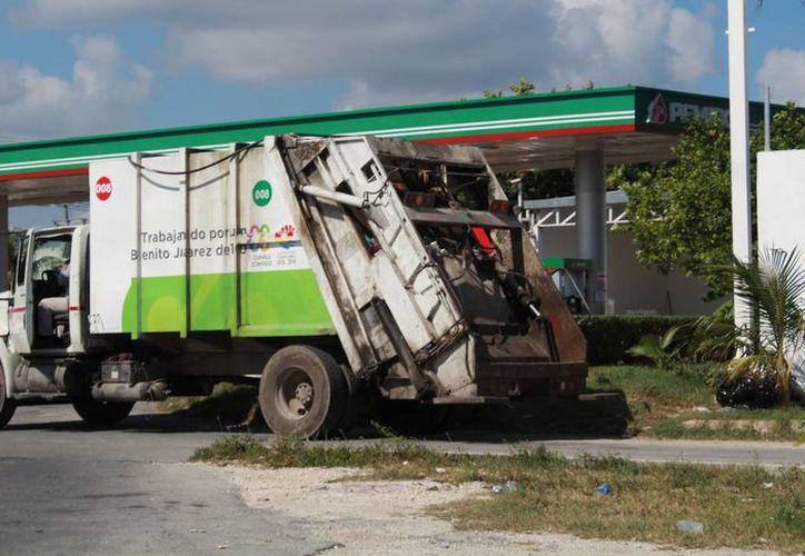 Más de 70 camiones recolectores realizan el barrido en la ciudad. (Luis Soto/SIPSE)