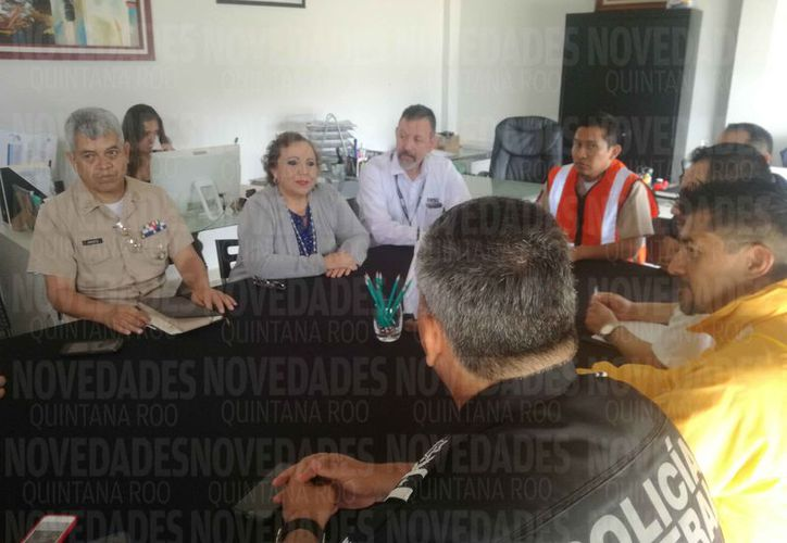 Las autoridades se reunieron con la titular de la Apiqroo. (Daniel Pacheco/SIPSE)