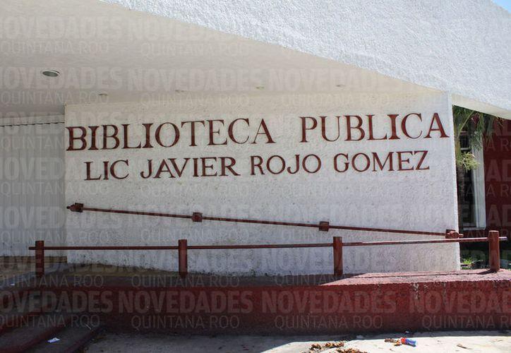 La biblioteca 'Javier Rojo Gómez' es de los edificios más dañados. (Joel Zamora/SIPSE)