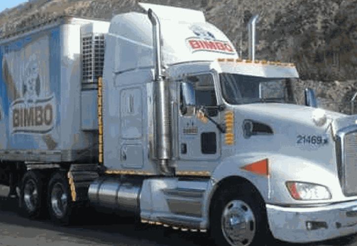El chofer de un camión de Bimbo se entregó a las autoridades luego de que su unidad estuvo involucrada en el accidente en el que murió murió el presidente municipal electo de Santiago Tetepec, Oaxaca, Zótico Gómez Bautista. (Contexto)