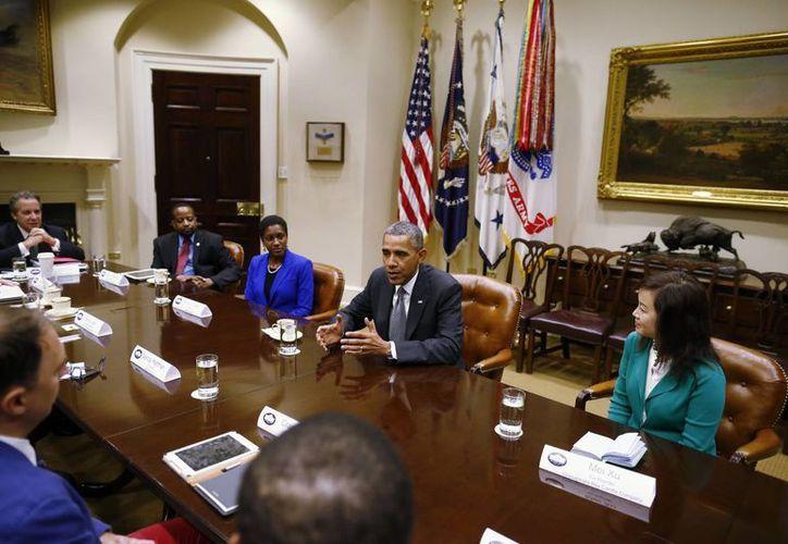 Obama dialoga con comerciantes y dueños de negocios acerca del techo de la deuda y la parálisis del gobierno. (Agencias)