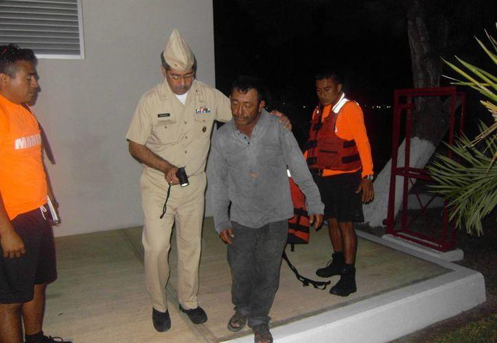 El pescador William Morales Ruiz, que zarpó de Celestún, fue rescatado frente a costas de Campeche. (SIPSE)